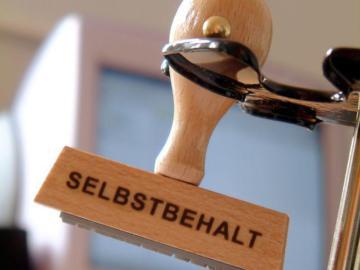 """Ein Stempel mit der Aufschrift """"Selbstbehalt""""."""